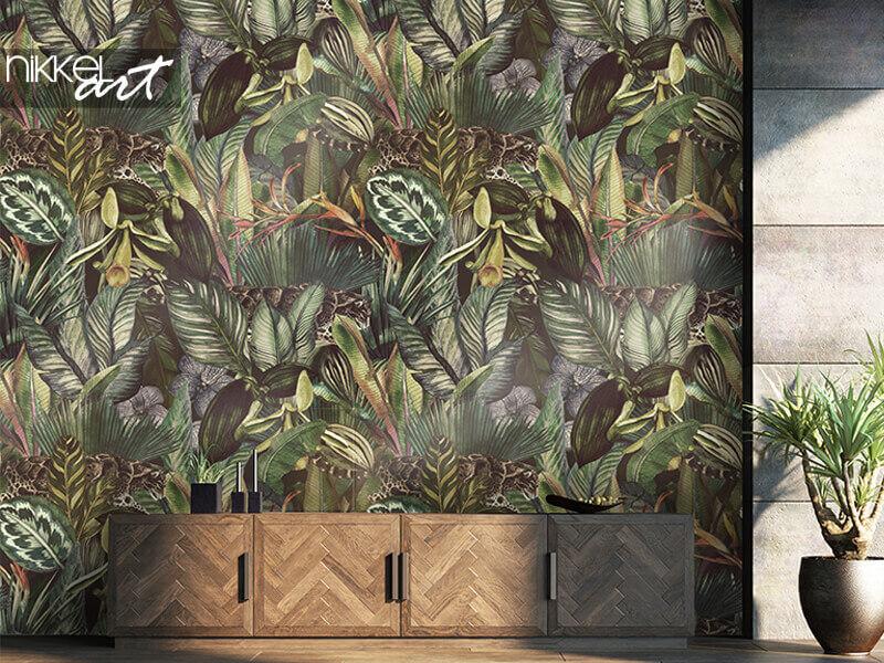 Tapete tropisches Muster mit nebulösem Leoparden und tropischen Blumen