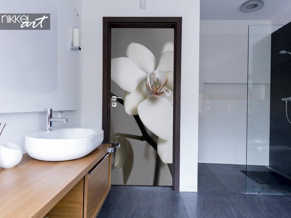 Badezimmer mit Türaufkleber Orchidee